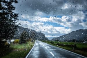 Regentropfen auf Scheibe, Highway 7, Südinsel Neuseeland