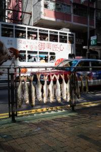 Fischtrocknung am Straßenrand Hongkong