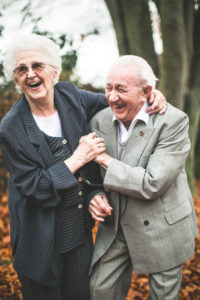 Verliebtes Seniorenpaar