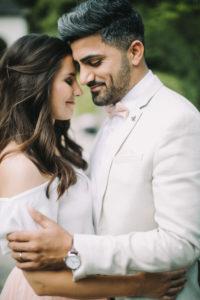 junges Brautpaar, glücklich, verliebt, außen, Porträt