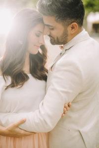 junges Brautpaar, glücklich, verliebt, außen, Halbporträt