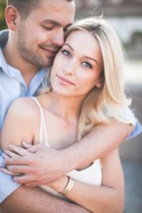 junges Paar, glücklich, verliebt, Zärtlichkeit, Umarmung, Porträt,
