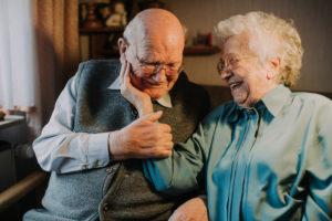 Älteres verliebtes Ehepaar