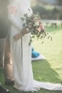 Alternatives Hochzeitspaar im Freien, Detail