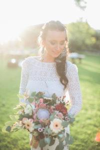 Junge Braut im Freien, Portrait