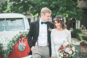 Alternatives Hochzeitspaar im Freien