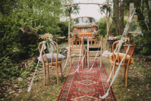 Alternative wedding, garden, decoration, preparation, chairs, floral decoration, altar