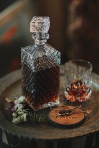 Stilllife, Hochzeit, Tisch, Whisky, Eheringe, Symbol, Nervosität, Anspannung,