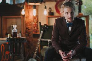 Alternative wedding, bridegroom, nervously, strain, wait, drink whisky