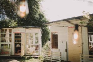 Alternative Hochzeit, Gartenhäuschen, Lichterkette