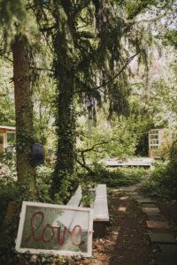 Alternativer Garten, Bank, Fenster, alt, Aufschrift, love