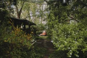 Alternativer Garten, Grundstück, Weg, VW-Bus, alt,