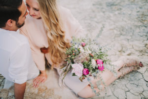 Couple in love, canyon, sitting, bouquet of flowers, from above