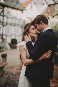 Brautpaar, verliebt, Umarmung, stehen,