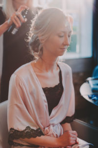 Braut, Stylistin, Frisur, Haarspray
