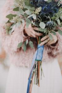 Bride with bouquet, detail, blur,