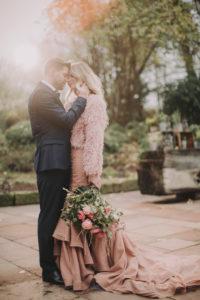 Brautpaar, Berührung, Garten, stehen,