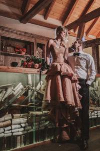 Brautpaar, Musikzimmer, stehen, sitzen, Blickkontakt,