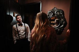 Paar, Blickkontakt, Spiegel, Tür,