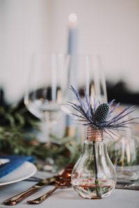 Hochzeit, Tisch, gedeckt, Detail, Glühbirne, Distel, Unschärfe,