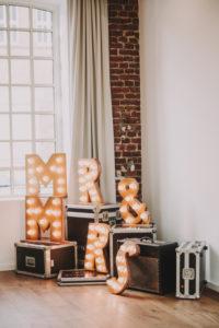 Hochzeitsdekoration, Koffer, Buchstaben, MR & MRS, leuchten