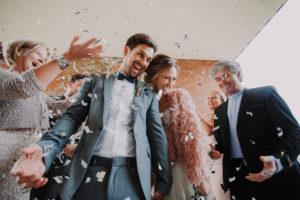 Hochzeit, Brautpaar, Gäste, feiern, Konfetti,