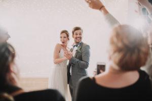 Hochzeit, Brautpaar, glücklich, Gäste, feiern, Detail,