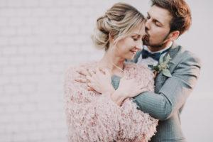 Brautpaar, verliebt, Umarmung, Halbporträt, Detail,