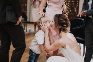 Hochzeit, Braut, Junge, küssen,