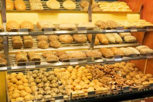 Bakery, display, bread, bread-kinds, rolls, differently, selection, variety, business, indoors, sale, bread-displays, forecastle-merchandise, bread, offer, food, meal, bread-loaf, forms, kinds, selection, difference, nutrition, shelf, symbol, shopping, Stilllife, food, food, nobody,