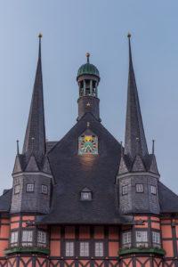 Deutschland, Sachsen-Anhalt, Wernigerode, Rathaus am Morgen