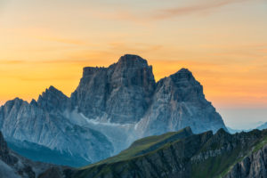Cortina d' Ampezzo, Provinz Belluno, Veneto. Italien. Der Monte Pelmo kurz vor Sonnenaufgang