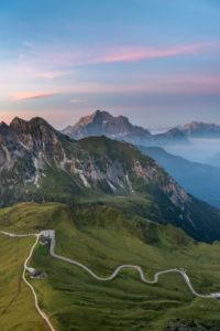 Cortina d' Ampezzo, Provinz Belluno, Veneto. Italien. Passo Giau und Monte Civetta kurz vor Sonnenaufgang