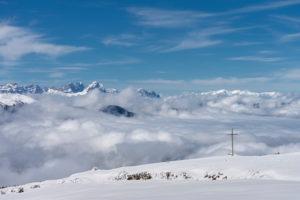 Percha, Provinz Bozen, Südtirol, Italien. Blick vom Hochnall zu den Dolomiten