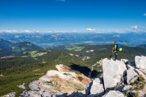Aldein, Provinz Bozen, Südtirol, Italien. Geoparc Bletterbach. Blick vom Aldeiner Weißhorn hinunter in die Bletterbachschlucht