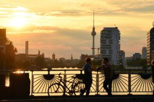 Germany, Berlin, Kreuzberg district, Oberbaumbrücke (Oberbaum Bridge) over Spree River that links Kreuzberg and Friedrichshain districts