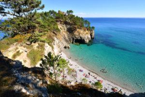France, Finistere, Iroise Sea, Parc Naturel Regional d'Armorique (Armorica Regional Natural Park), Presqu'ile de Crozon, Cap de la Chevre, Pointe de Saint Hernot, St Hernot beach