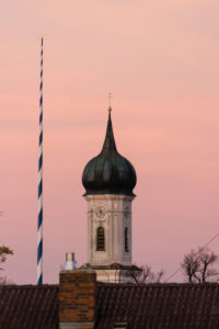 Jenhausen, church in the evening light, maypole, autumn light