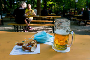 Beer garden reopened, distance, Munich, Aumeister, corona time, mouth-nose protection, mask