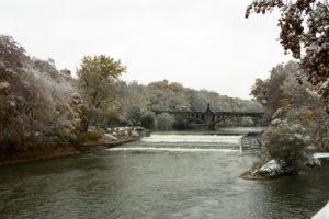 Schnee im Herbst, Isar, München, Bayern, Deutschland