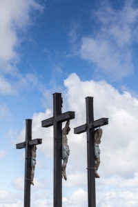 Kreuzigungsgruppe auf dem Kreuzberg (928 m Höhe), Asenberg, Aschberg, Deutschland, Bayern, Hohe Rhön im Naturpark Bayerische Rhön, Biosphärenreservat Rhön,
