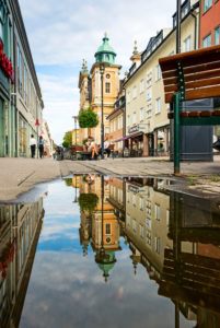 The Kalmar Cathedral is reflected in a puddle.