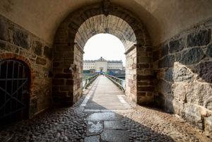 Blick durch das Westtor auf das Gefängnis von Kalmar