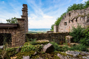 Wide view over the old walls of the castle ruins.
