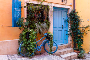 Europe, Croatia, Istria, Rovinj, old town, bicycle, front door,