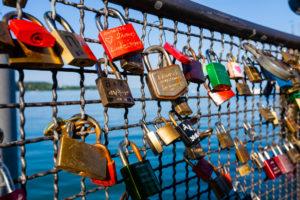 Liebesschloss, Brücke, Vorhängeschloss, Liebe, Symbol, verliebt, Brauch