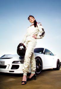 Frau, Rennanzug, Helm, Stöckelschuhe,  Sportwagen,   Menschen, Rennfahrerin, stehen, Lifestyle, Highheels, cool, lässig, selbstsicher, Sportauto, Rennwagen, Porsche, Sport, Autosport, Rennsport, außen,
