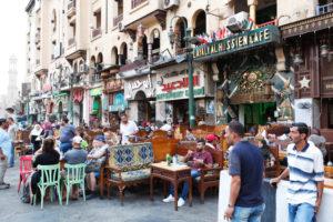 Kairo, Giseh, Ägypten, al-Muizz-Straße, Al Moez Ldin Allah Al Fatmi, Touristen, Cafe