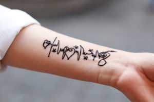 Cairo, Giza, Egypt, al-Muizz Street, Al-Muizz Al-Deen Allah Street, Old Cairo, Al Moez Ldin Allah Al Fatmi, Muizz Street, arm, henna tattoo