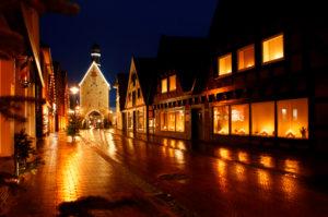 Germany, Lower Saxony, Quakenbrück, city gate 'Hohe Pforte' at night